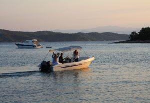 couple-speedboat-greek-wedding
